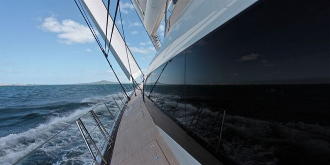 Superyacht glass - side view