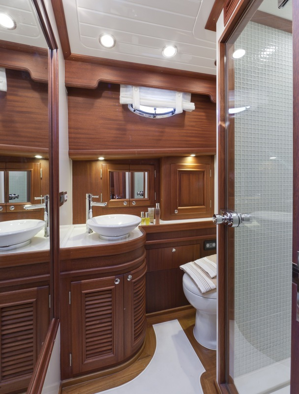 V77 Flybridge Yacht - Bathroom - Photo by Alberto Cocchi