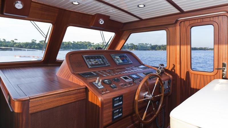 Vicem 77 Flybridge Yacht - Wheelhouse