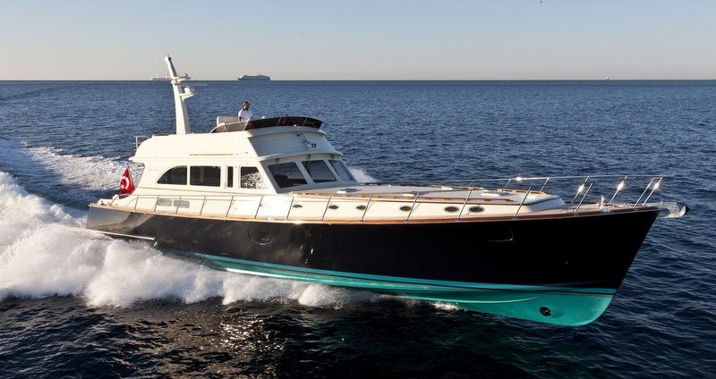 Vicem 77 Flybridge Yacht at full speed - Photo by Alberto Cocchi