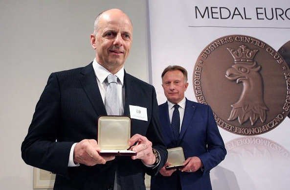 Francis Lapp with European Medal Award for Sunreef 80 Carbon Yacht Line