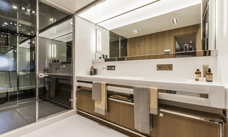 Mythos yacht - Bathroom - Photo by Alberto Cocchi