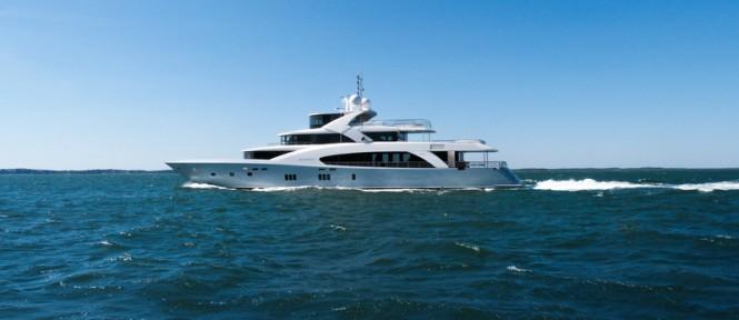 Belongers Yacht underway - side view