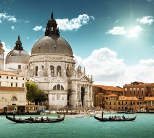 Dining in Venice on Italy Yacht Holiday with Charter Yacht STARFIRE