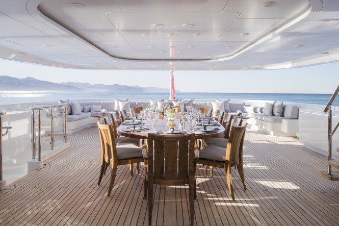 Motor Yacht TURQUOISE - Informal Lunch - Aft