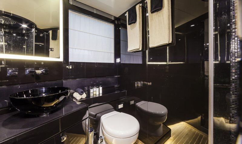 OTAM 58 HT 'CRAZY TOO' superyacht chase boat - Bathroom