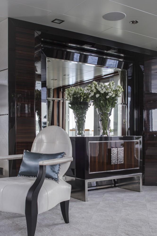 TURQUOISE Yacht - Main Saloon Detail