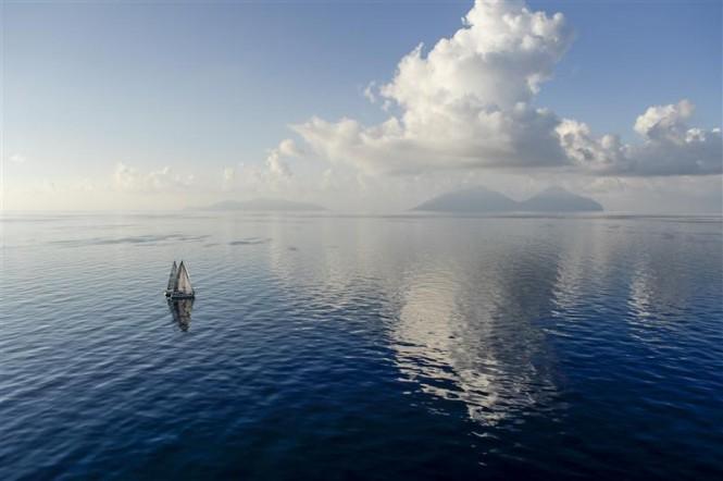 Light conditions as the fleet progresses slowly to the north of Sicily - Photo by Rolex Kurt Arrigo