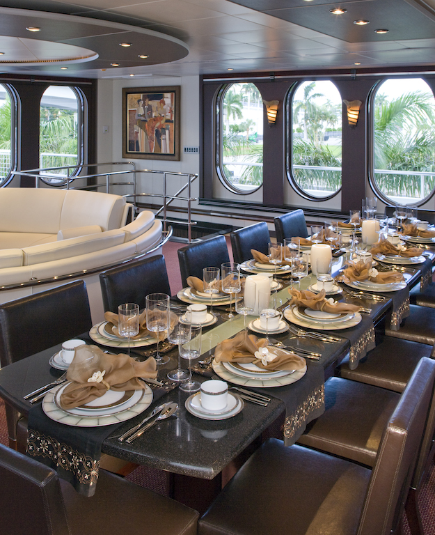 GLOBAL yacht - dining