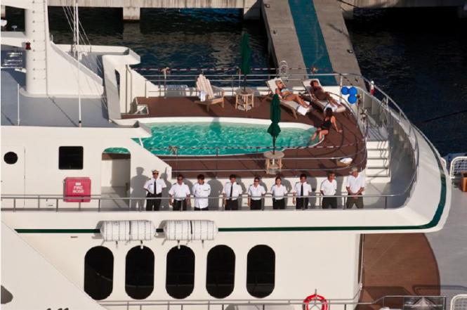 Luxury yacht GLOBAL - Swimming Pool