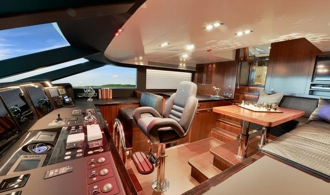 Paradise superyacht - Wheelhouse