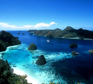 Superyacht ZEN January Charter Special for Indonesia Yacht Holidays