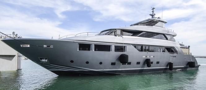 Super yacht LOW PROFILE