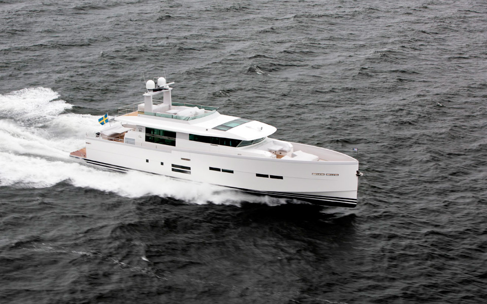 Delta 88 IPS Yacht at full speed