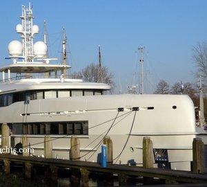 Photos: 50m Heesen motor yacht SIBELLE (YN 16750) with mast added