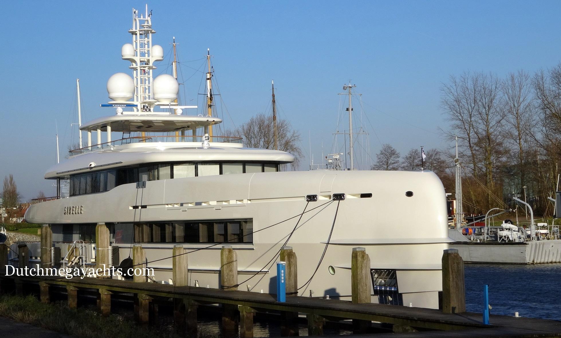 50m Heesen motor yacht SIBELLE (YN 16750) with mast added