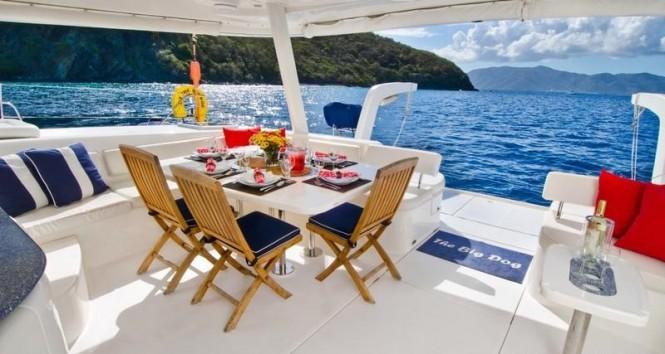 THE BIG DOG catamaran - Alfresco dining