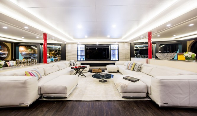 Saluzi Yacht - Upper Deck - Saloon