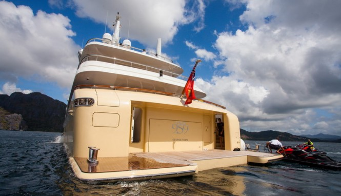 Jade 959 Yacht - aft view
