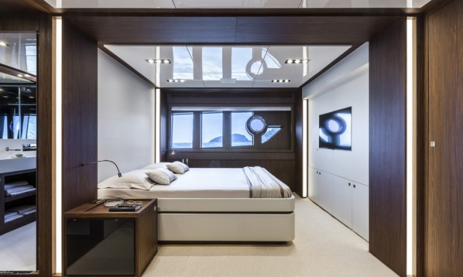 Luxury yacht Domino Super - Master suite