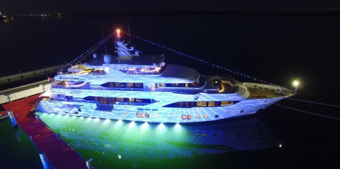 Majesty 155 superyacht shows off her stunning underwater lights