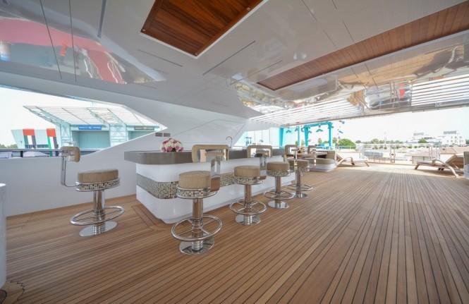 Luxury yacht Majesty 155 - Sun Deck Bar