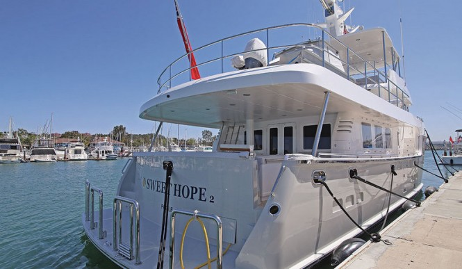 Luxury yacht SWEET HOPE 2 - aft view