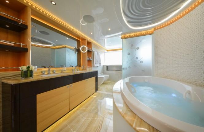 Majesty 155 superyacht - Owners En Suite