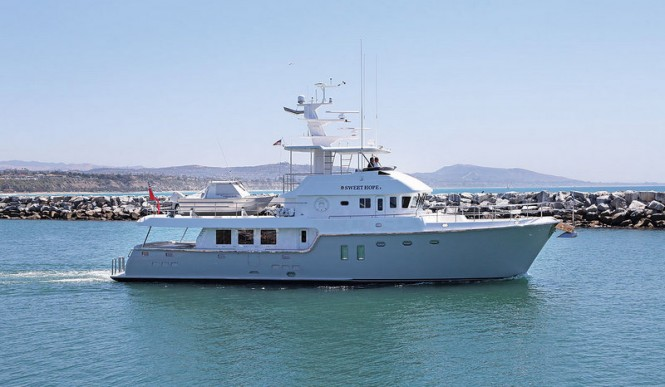 SWEET HOPE 2 Yacht - side view