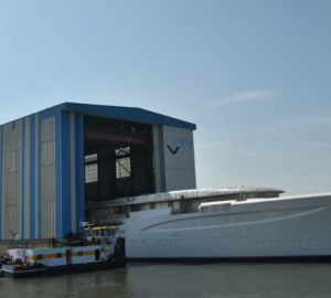 FEADSHIP Mega Yacht Hull 1006 – Unexpected visitor to SAIL Amsterdam event