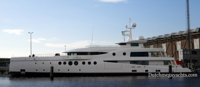 Luxury yacht Madame Kate - side view