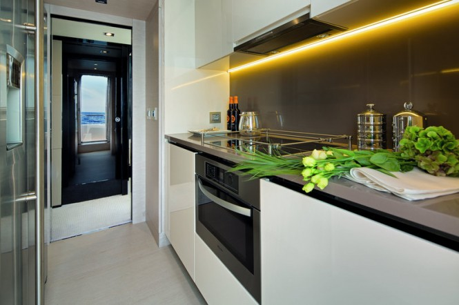 Spacious and equipped kitchen is another differential of luxury yacht Azimut 83 of more than 25 meters. Photo by Azimut Yachts
