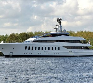 Striking FEADSHIP Super Yacht HALO underway
