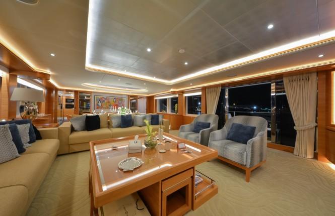 Majesty 135 Yacht - Main Saloon