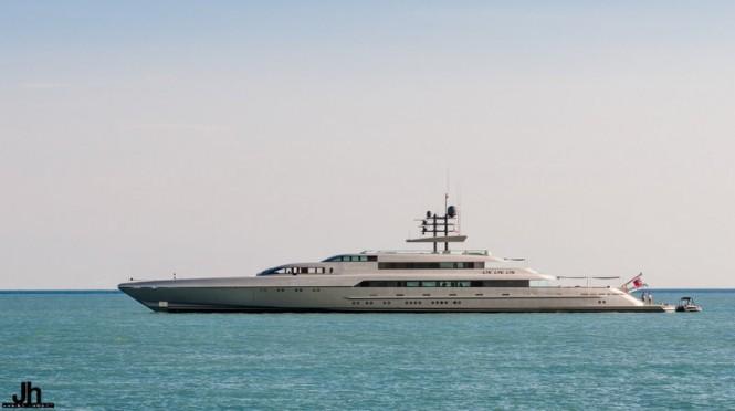 Mega yacht SilverFast - Photo by Julien Hubert