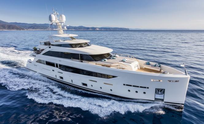 Mondomarine SF40 Yacht SERENITY underway