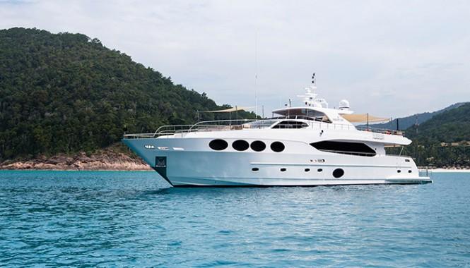 Majesty 105 by Gulf Craft
