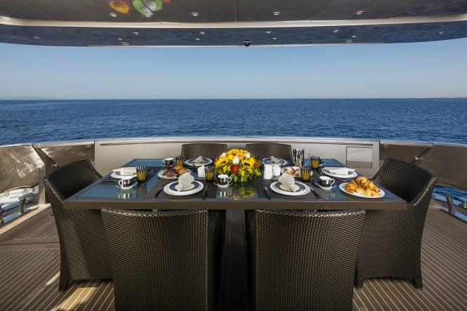 Al Fresco dining on the aft deck - Lumar