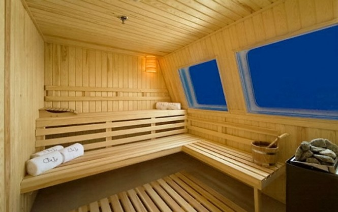 LAUREN L - Sauna