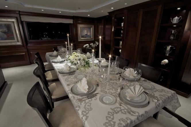 Yacht AZTECA II -  Formal Dining