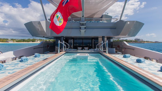 Yacht Ester has a pool