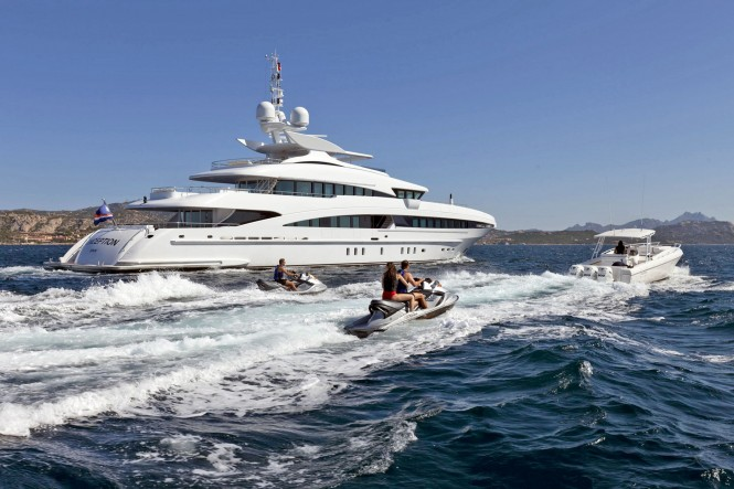Heesen Inception and water toys