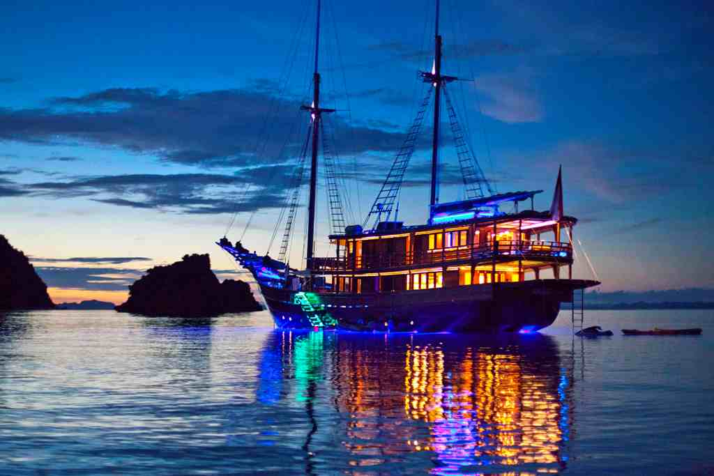 DUNIA BARU - anchored at night