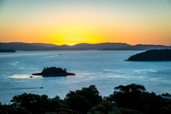 one-tree-hill-sunset-whitsundays-by-russell-charters
