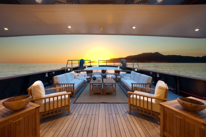 VERVECE - Spacious seating and sunbathing area on the aft deck