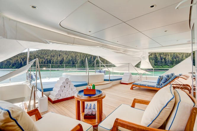 Icon Motor Yacht PARTY GIRL - Sundeck