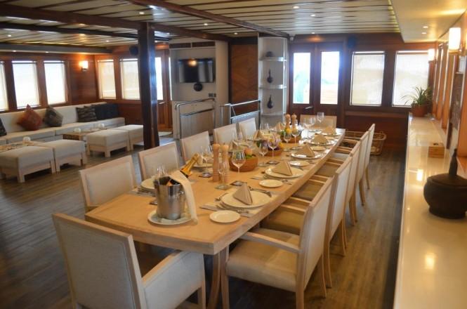 Main salon and dining area aboard SY LAMIMA
