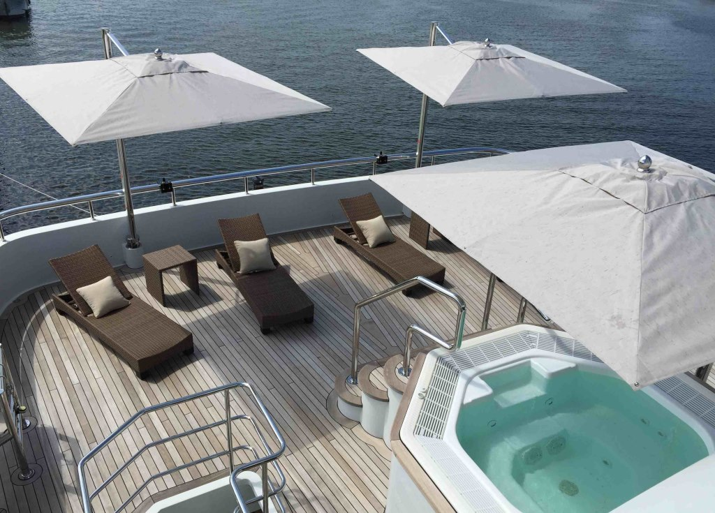Jacuzzi and sun loungers on JADE 959 sundeck - Exterior by Espinosa Yacht Design