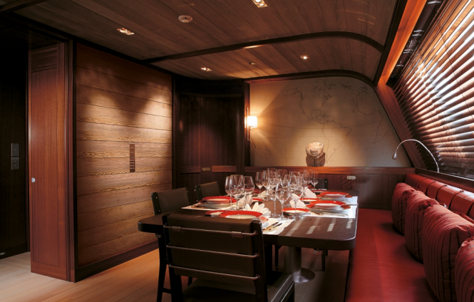 Luxury yacht ROSEHEARTY - Formal dining