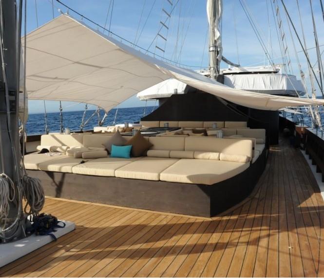 Luxury yacht ZEN - Sunbeds on deck